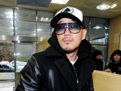 DJ DOC <strong>이하늘</strong>, 명예훼손 혐의 출석