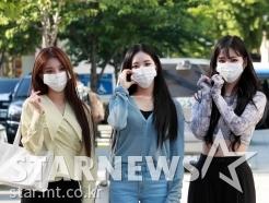 프로미스나인 박지원-이채영-이나경 '팬들 향한 하트'